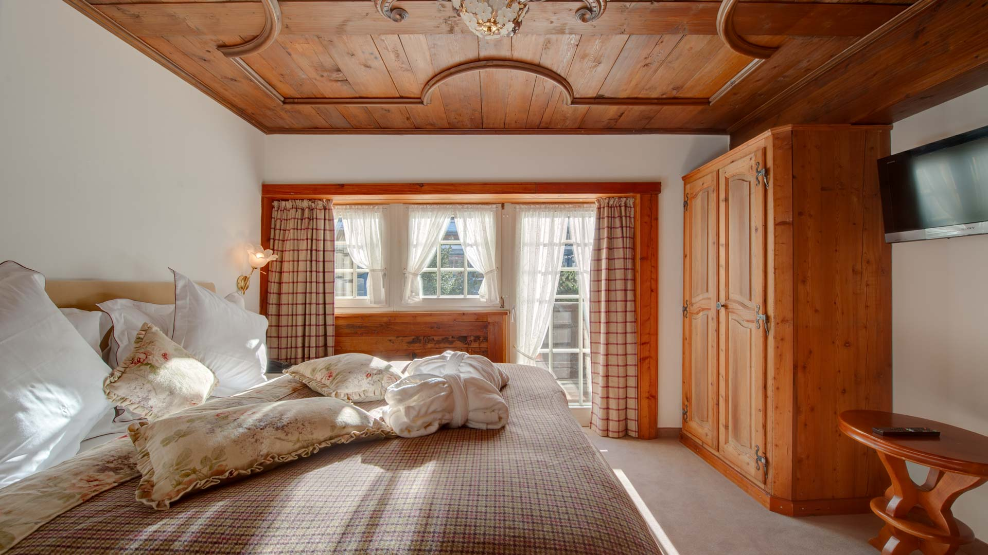 01_schlosshotel-zermatt-boutique-junior-suite.jpg